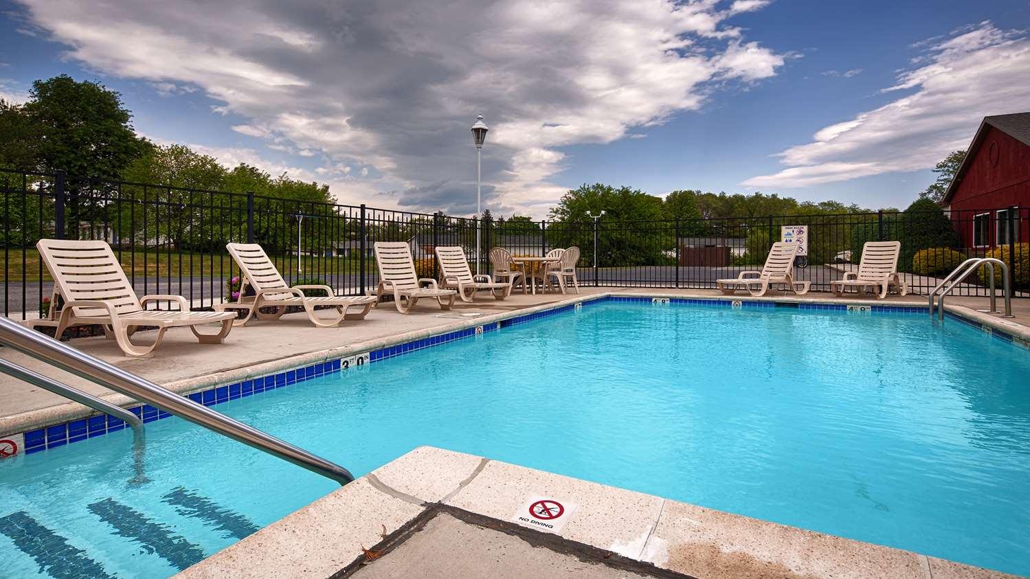 Pool - Best Western Motel Carlisle