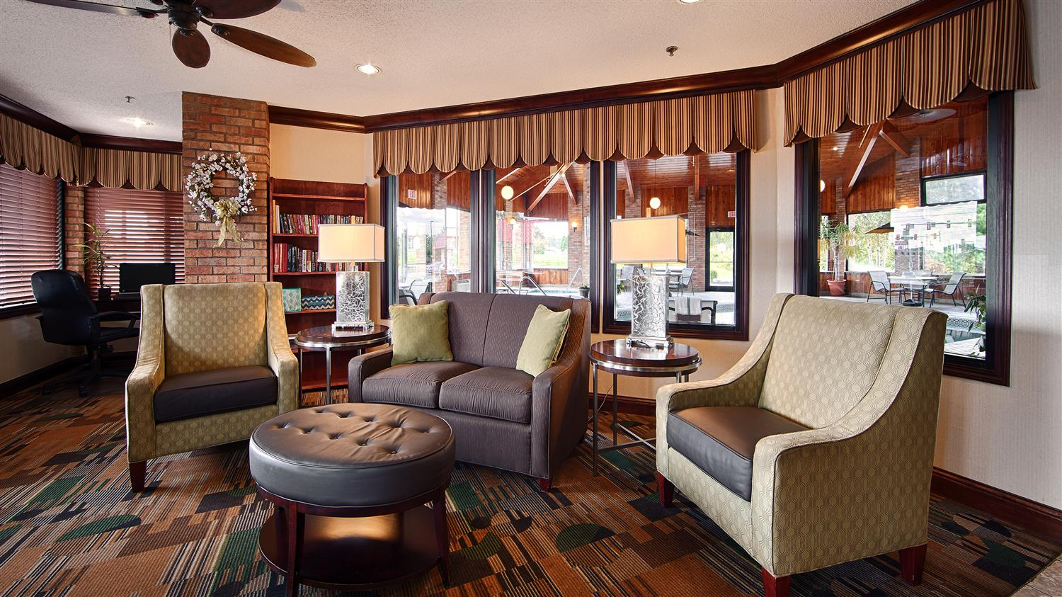 Lobby - Best Western Inn Grove City
