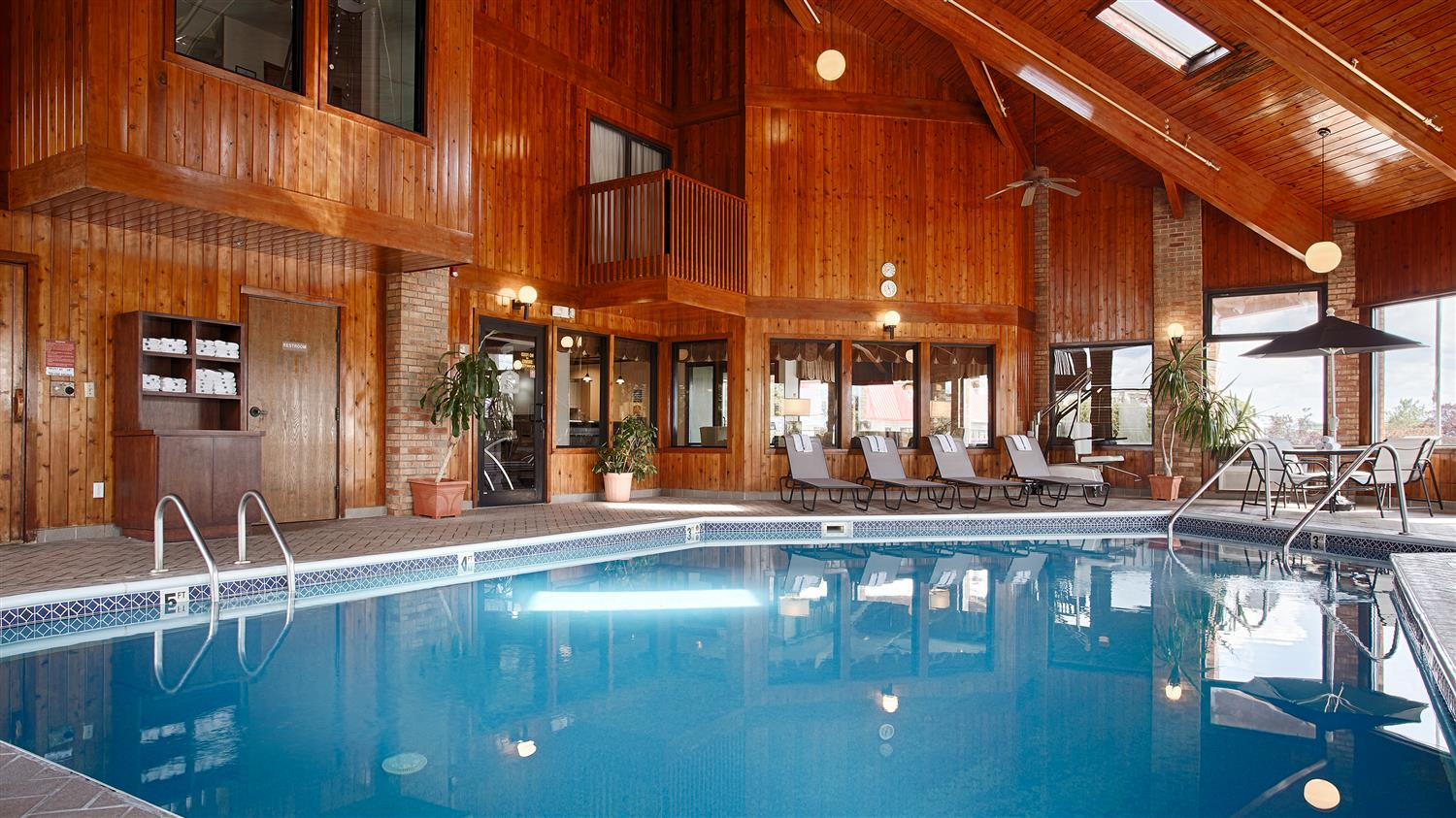 Pool - Best Western Inn Grove City