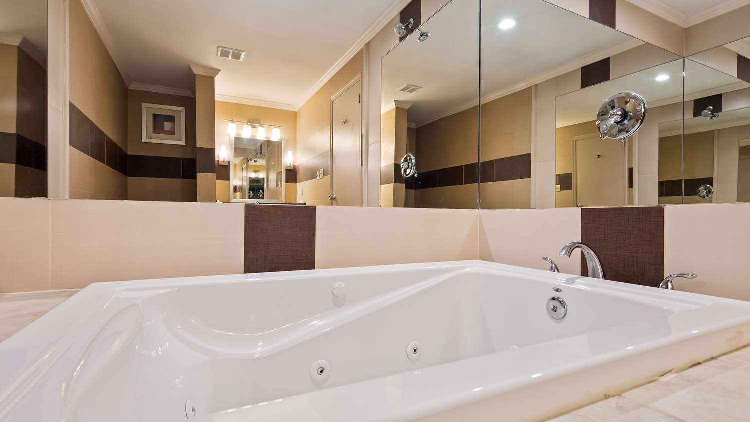 Amenities - Best Western Plus Poconos Hotel Tannersville