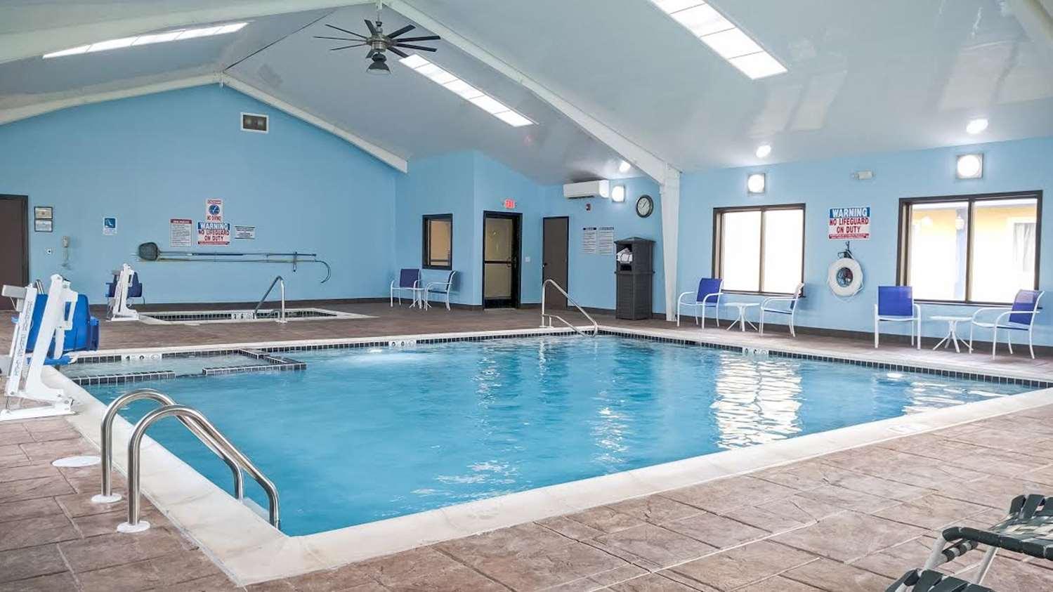 Pool - Best Western Plus Philadelphia Hotel Bensalem