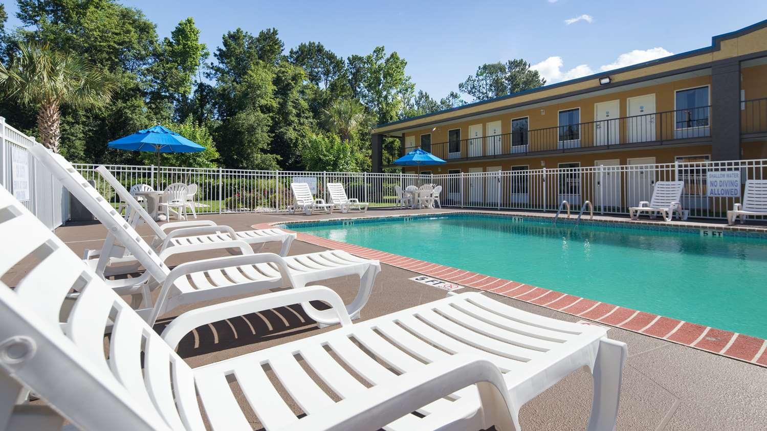 Pool - Best Western Walterboro Inn