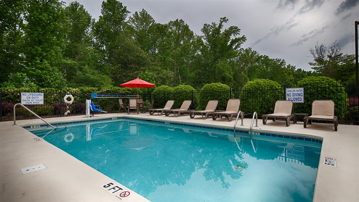 Pool - Best Western Plus Piedmont Inn & Suites Piedmont