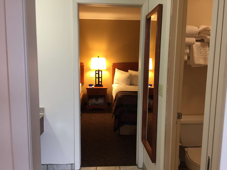 Suite - Best Western Plains Motel Wall
