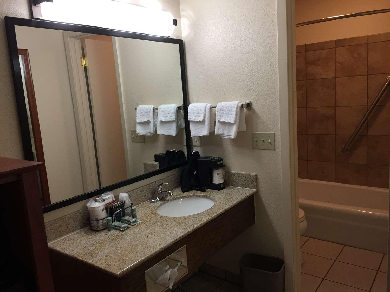 Room - Best Western Plains Motel Wall