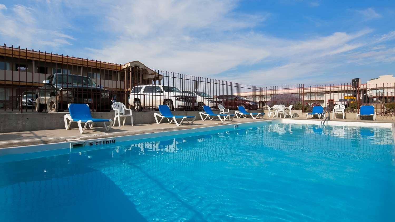 Pool - Best Western Plains Motel Wall