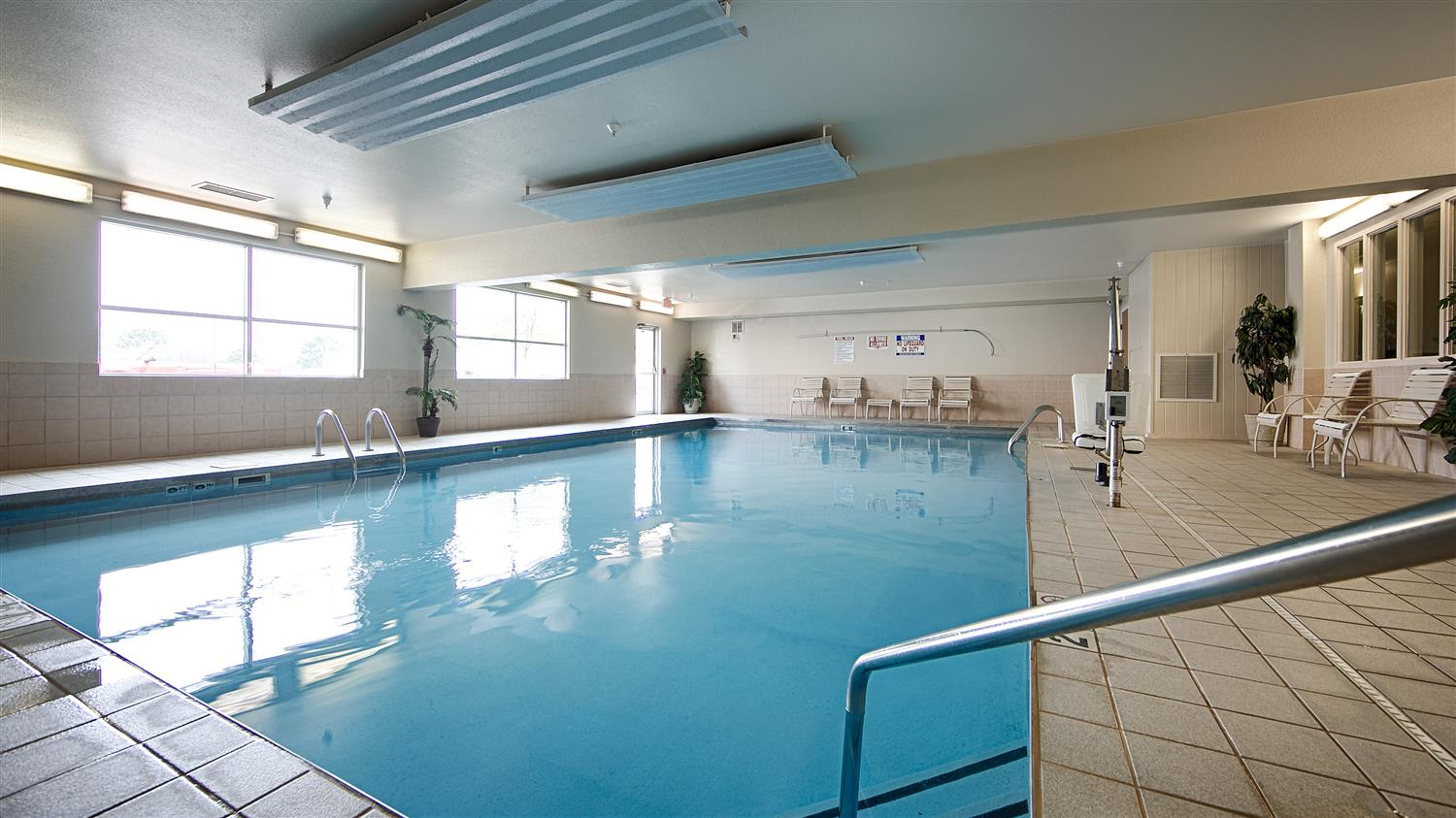 Pool - Best Western Empire Towers Inn Sioux Falls