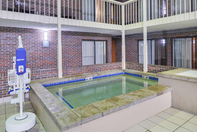 Pool - Best Western Kelly Inn Yankton