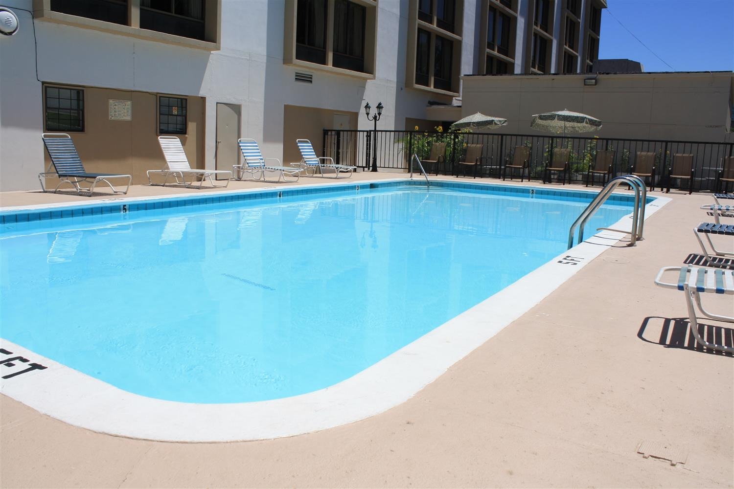 Pool - Best Western Plus Music Row Hotel Nashville