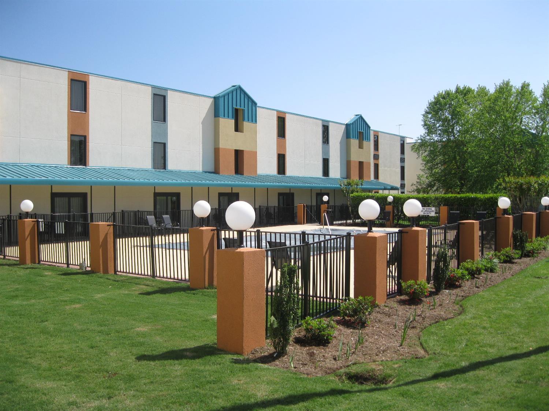 Pool - Best Western Plus Arbour Inn & Suites East Ridge