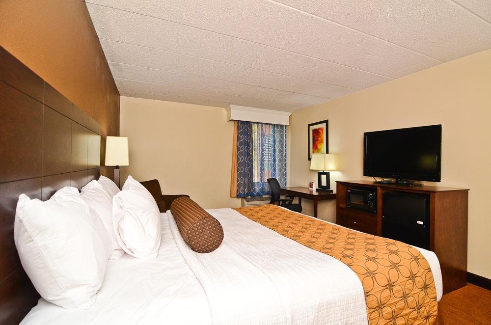 Room - Best Western Plus Arbour Inn & Suites East Ridge