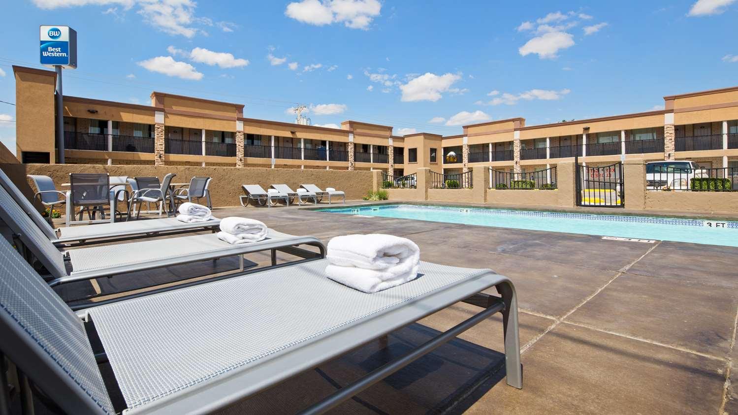 Pool - Best Western Nursanickel Motel Dalhart