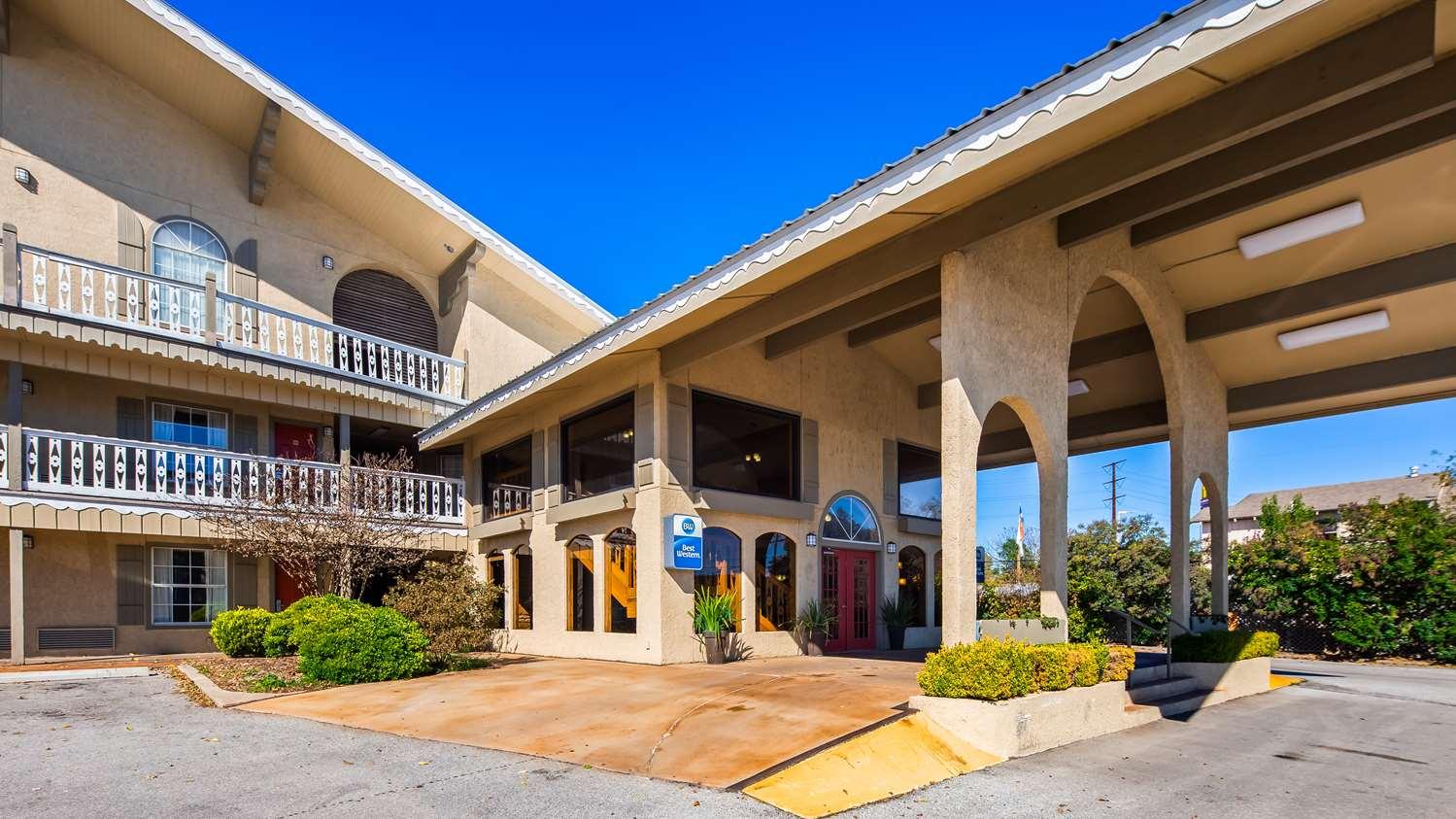 Best Western Sunday House Inn Kerrville Tx See Discounts