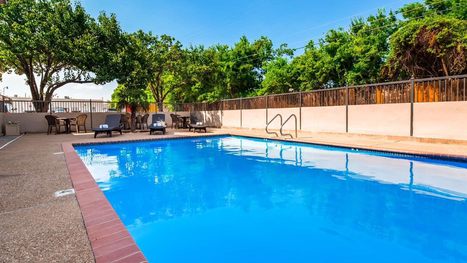 Pool - Best Western Executive Inn Round Rock