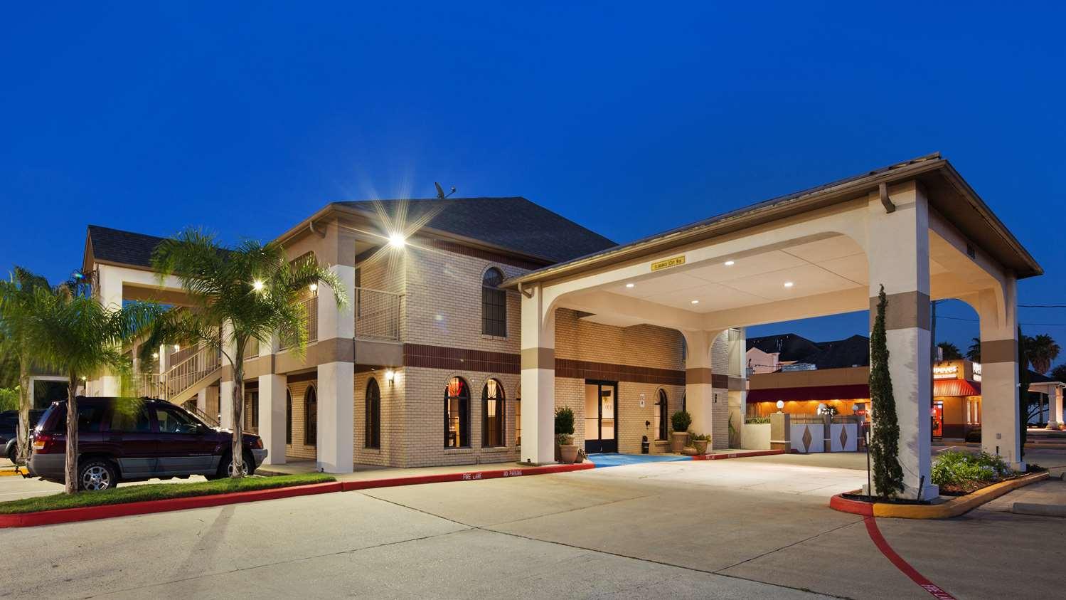 Best Western Deer Park Inn & Suites