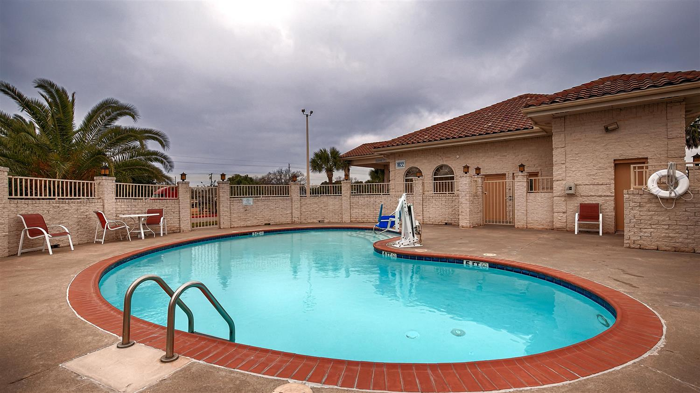 Pool - Best Western Executive Inn El Campo