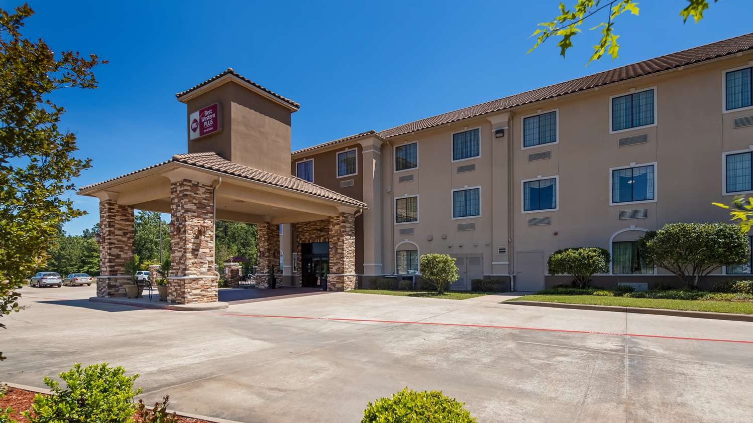 Welcome to the Best Western Plus Crown Colony Inn & Suites!