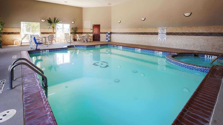 Pool - Best Western South Plains Inn Levelland