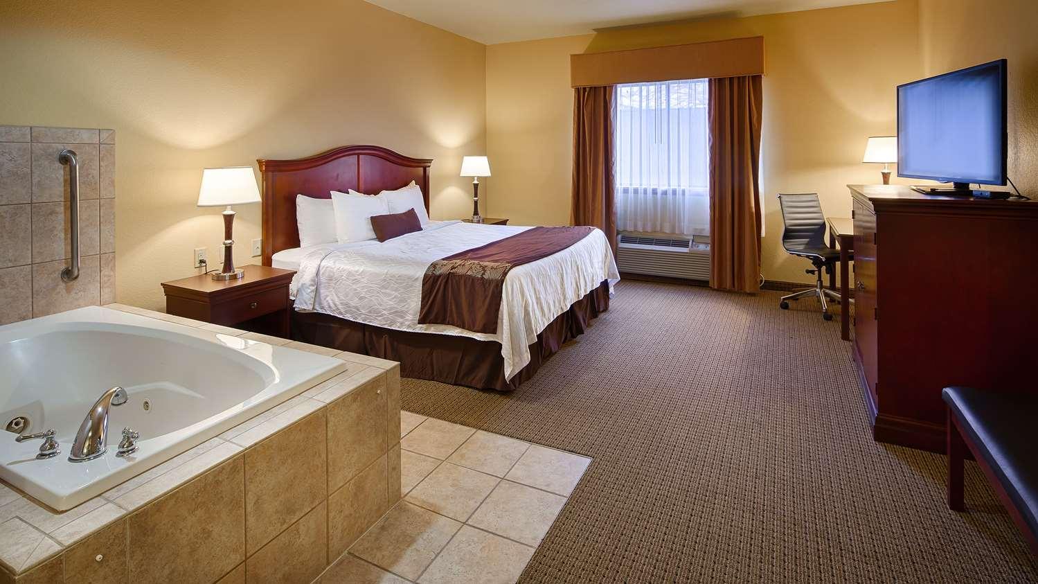 Room - Best Western Plus Sweetwater Inn & Suites