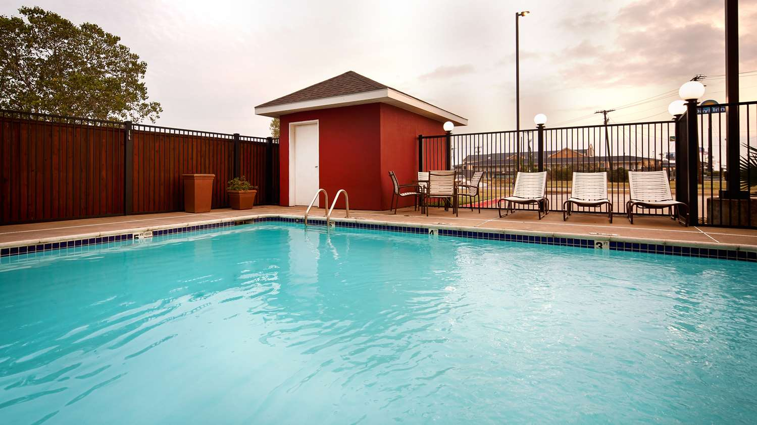 Pool - Best Western Plus North Waco Inn Bellmead