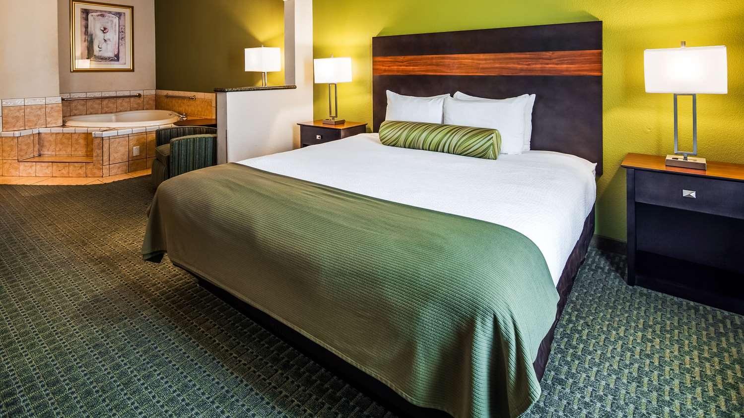 Suite - Best Western Plus Woodway Waco South Inn & Suites