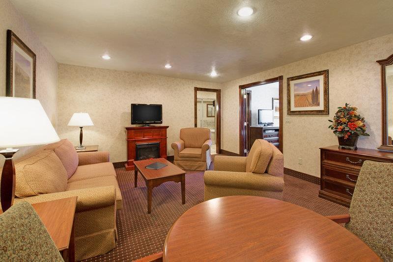 Room - Best Western Plus Weston Inn Logan
