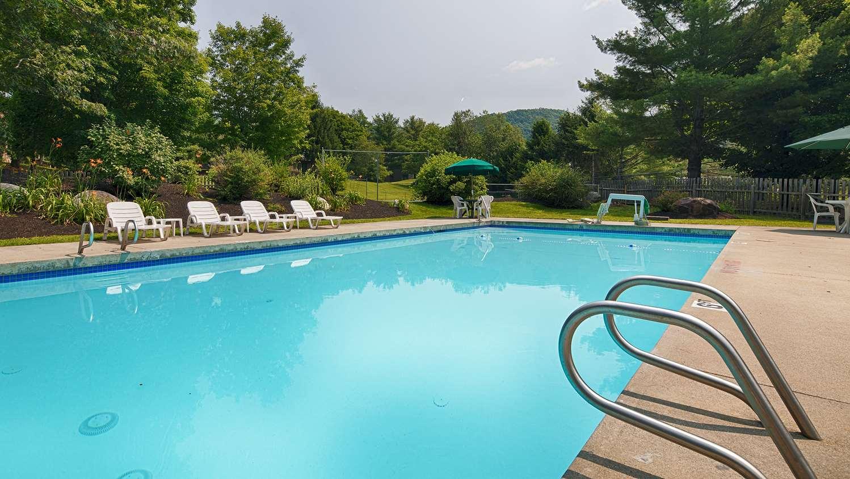 Pool - Best Western Inn & Suites Rutland