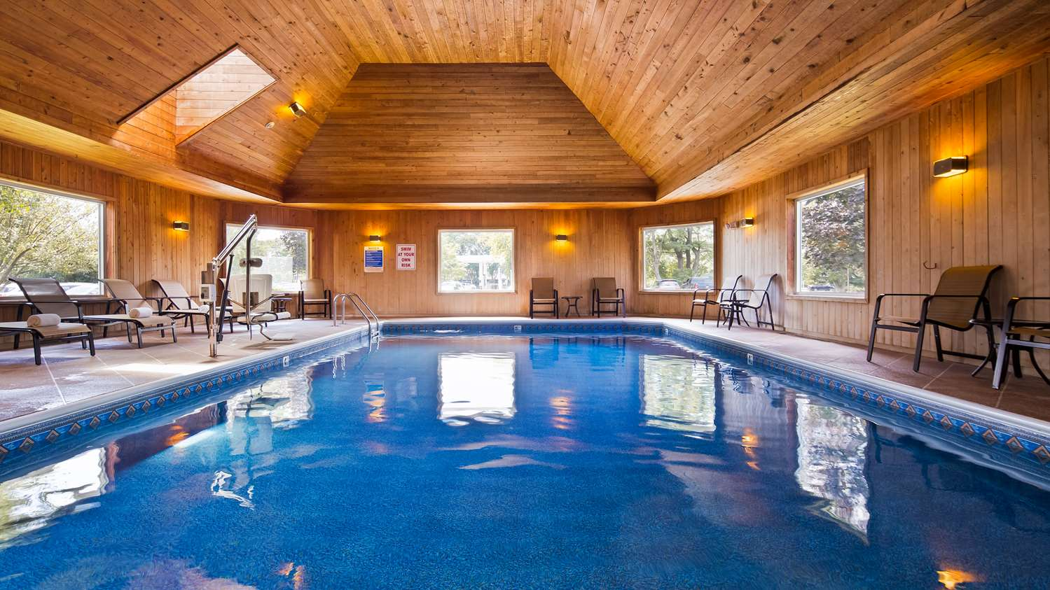 Pool - Best Western Plus Windjammer Inn South Burlington