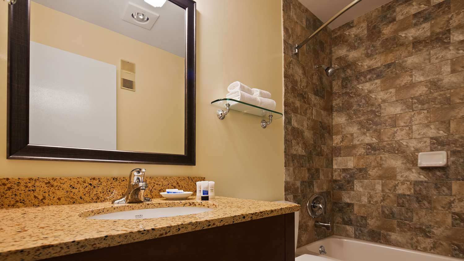 Room - Best Western Plus Windjammer Inn South Burlington