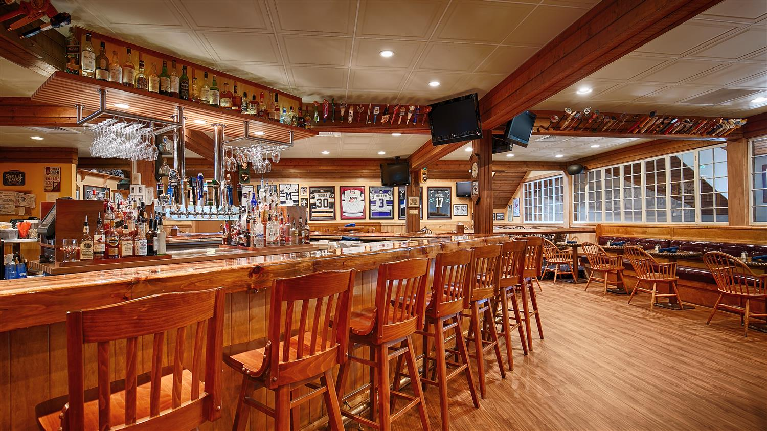 Bar - Best Western Plus Windjammer Inn South Burlington