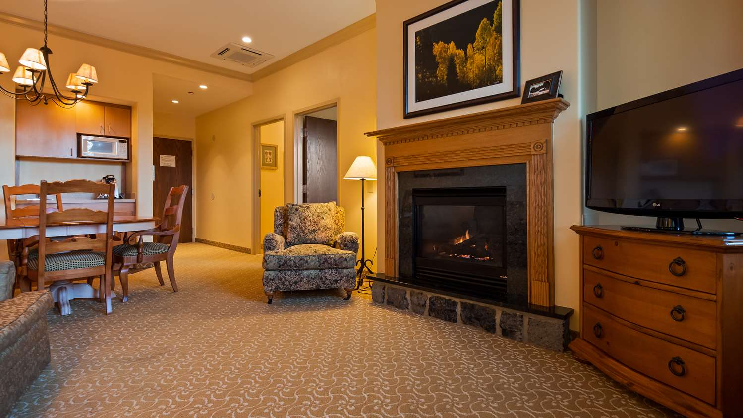 Suite - Best Western Plus Waterbury Hotel