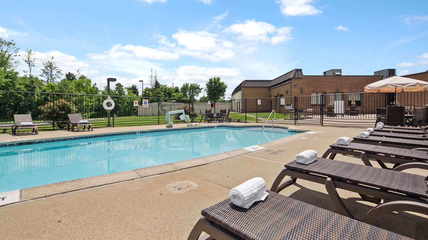 Best western hotel leesburg va see discounts - Hotels in lansdowne with swimming pool ...