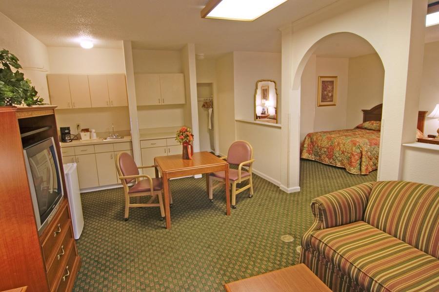 Suite - Best Western Motel Emporia