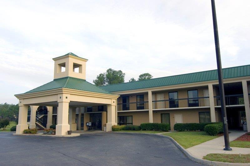 Exterior view - Best Western Motel Emporia
