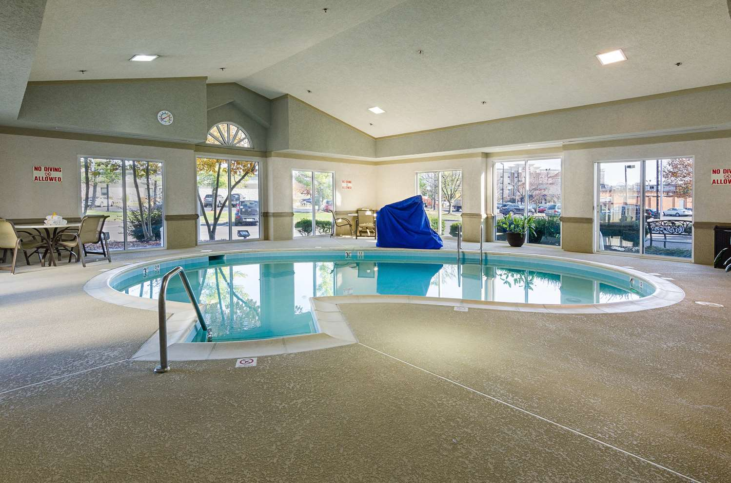 Pool - Best Western Plus Valley View Inn Roanoke
