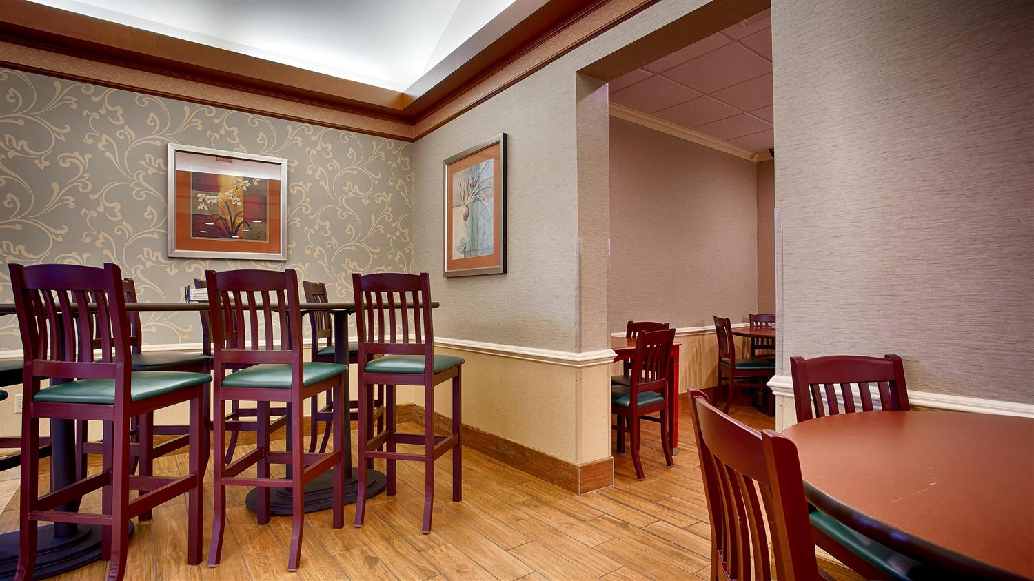 Restaurant - Best Western Plus Valley View Inn Roanoke
