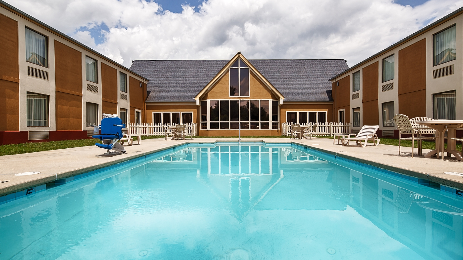 Pool - Best Western Inn Wytheville
