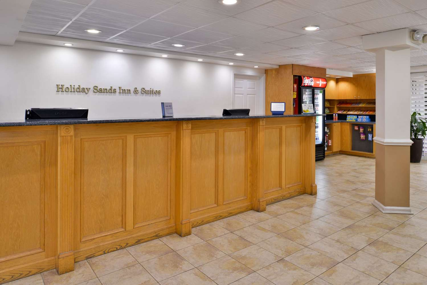 Lobby - Best Western Plus Holiday Sands Inn & Suites Norfolk