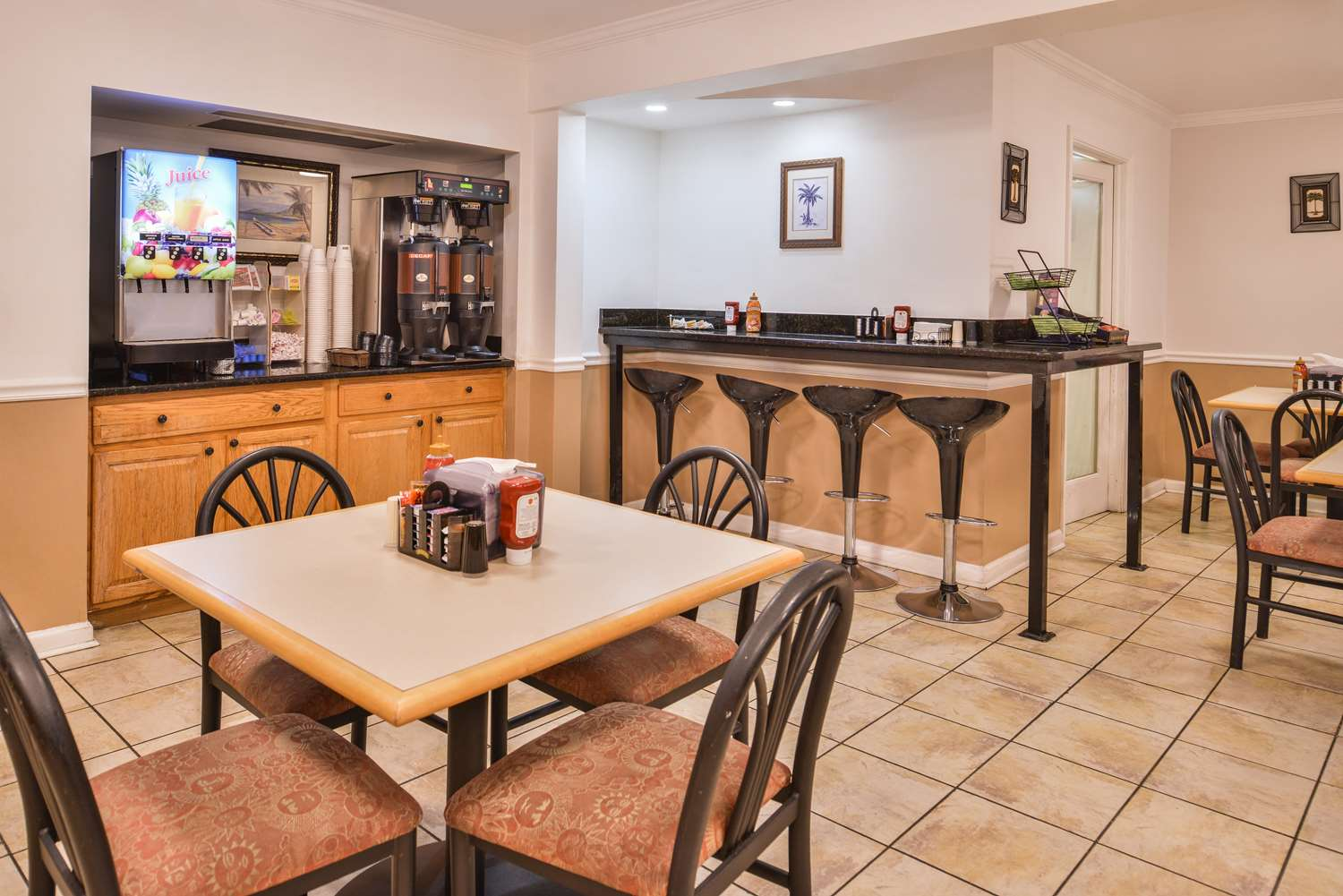 Restaurant - Best Western Plus Holiday Sands Inn & Suites Norfolk