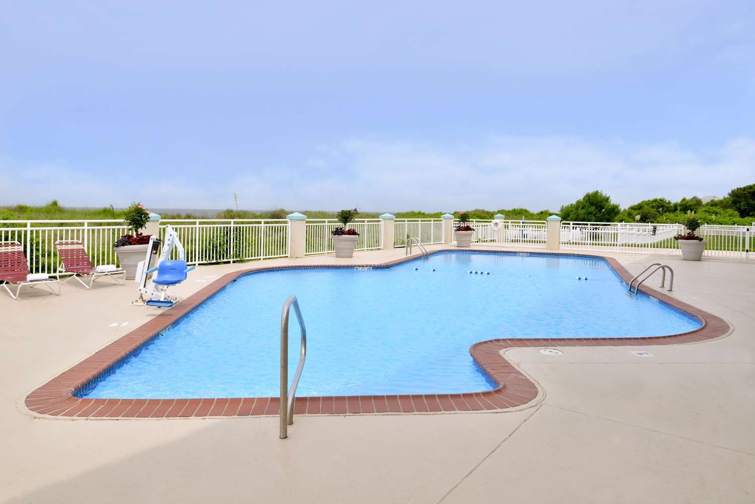 Pool - Best Western Plus Holiday Sands Inn & Suites Norfolk