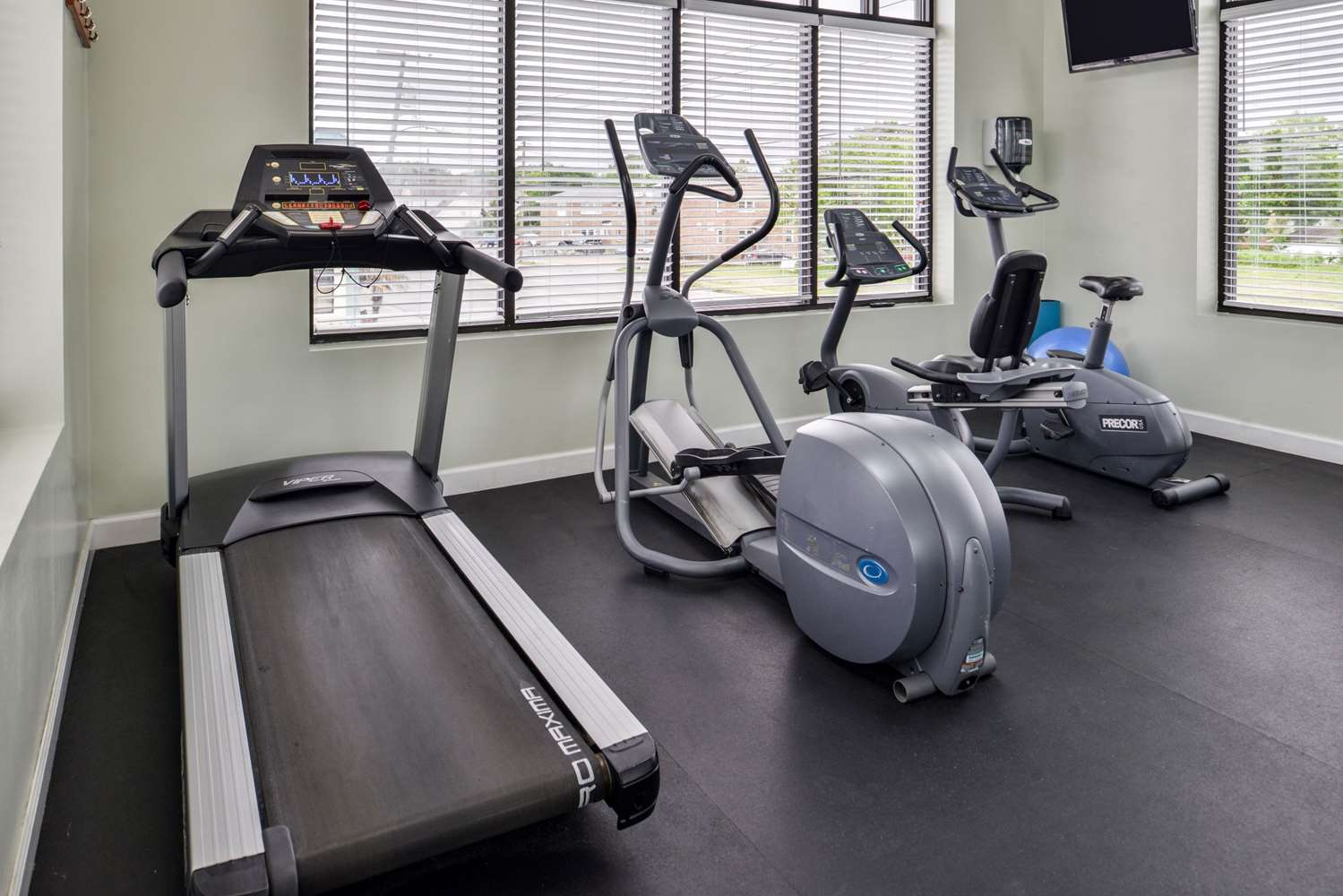 Fitness/ Exercise Room - Best Western Plus Holiday Sands Inn & Suites Norfolk