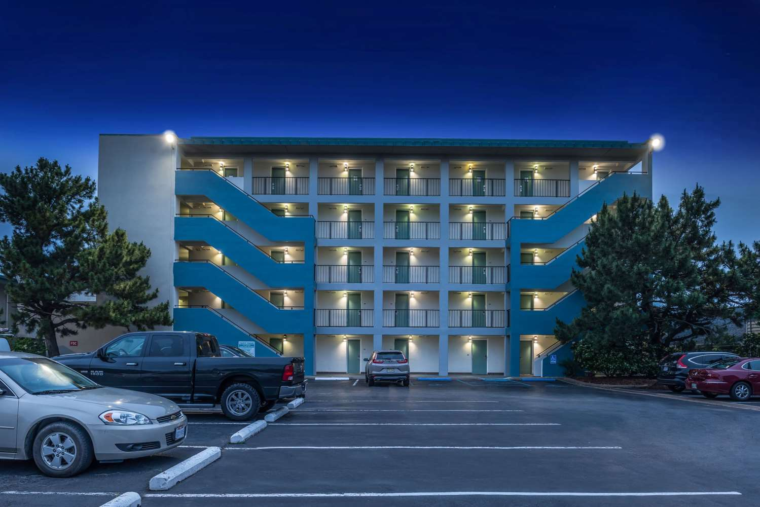 Exterior view - Best Western Plus Holiday Sands Inn & Suites Norfolk