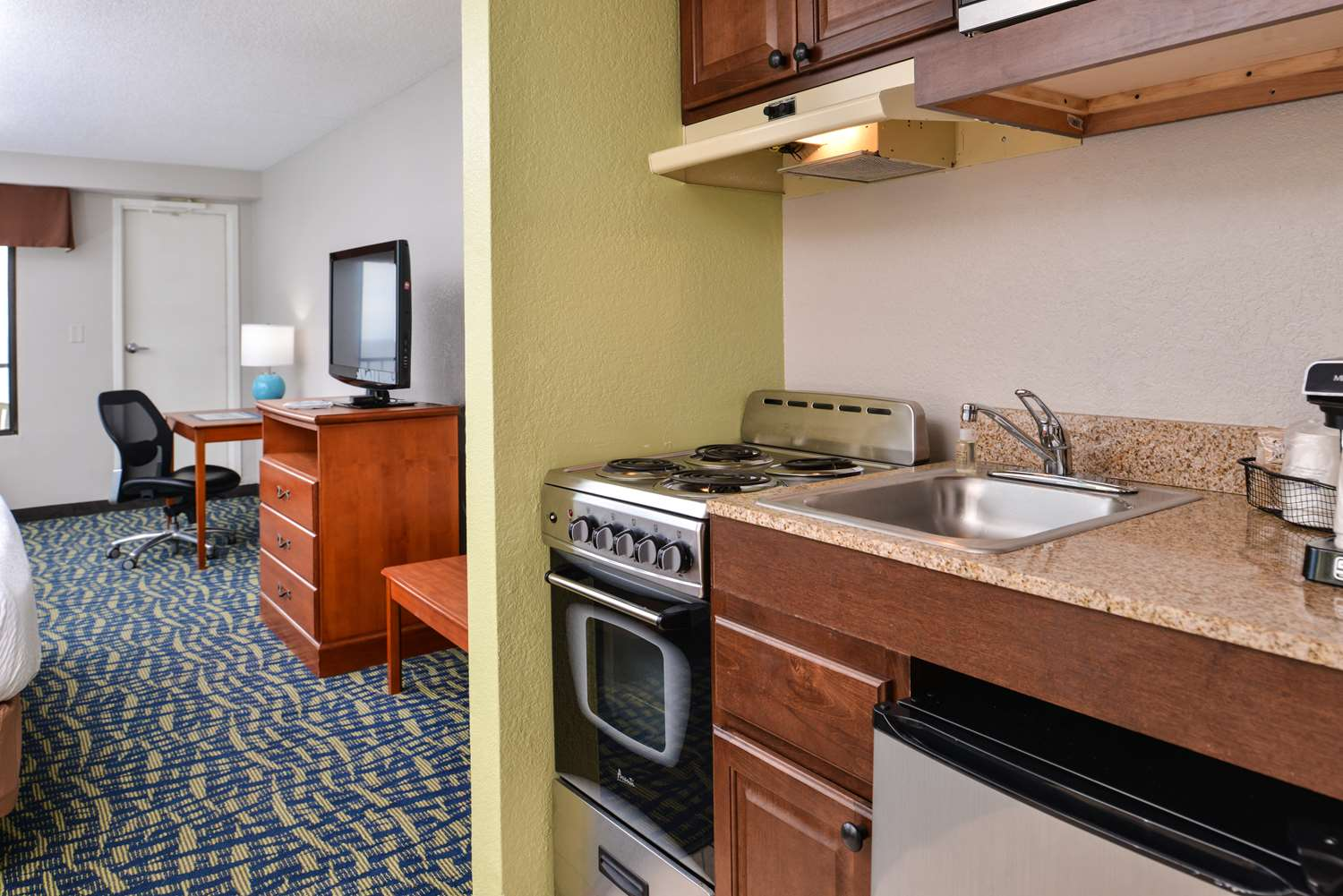 Suite - Best Western Plus Holiday Sands Inn & Suites Norfolk