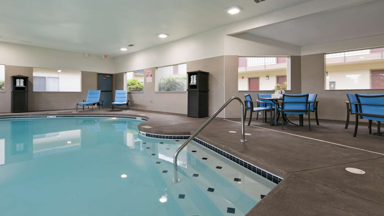 Pool - Best Western Inn of Vancouver