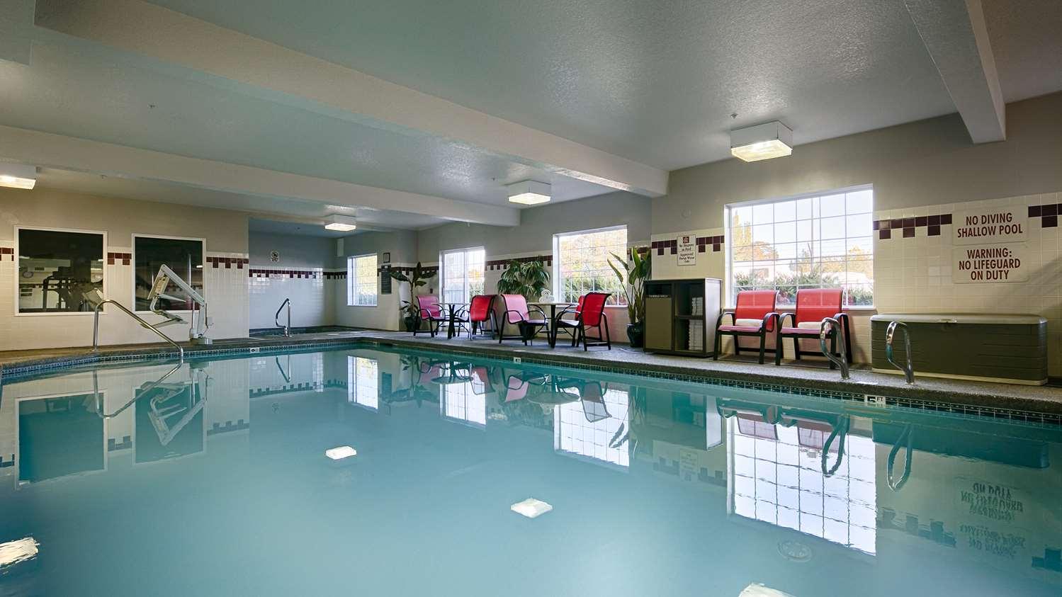 Pool Best Western Plus Park Place Inn Suites Chehalis
