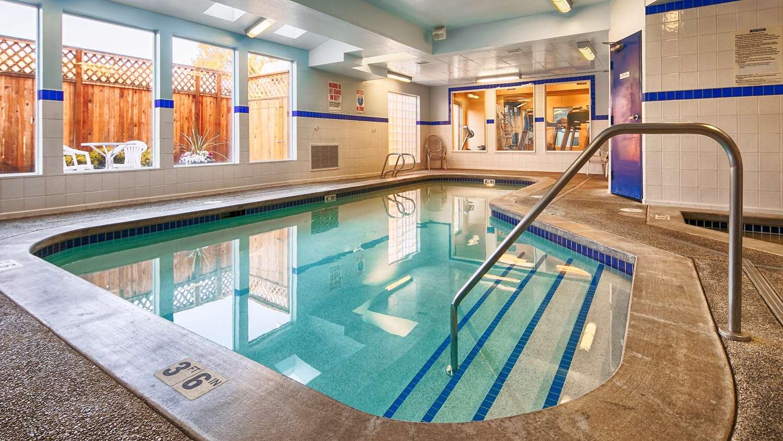 Pool - Best Western Plus Navigator Inn & Suites Everett
