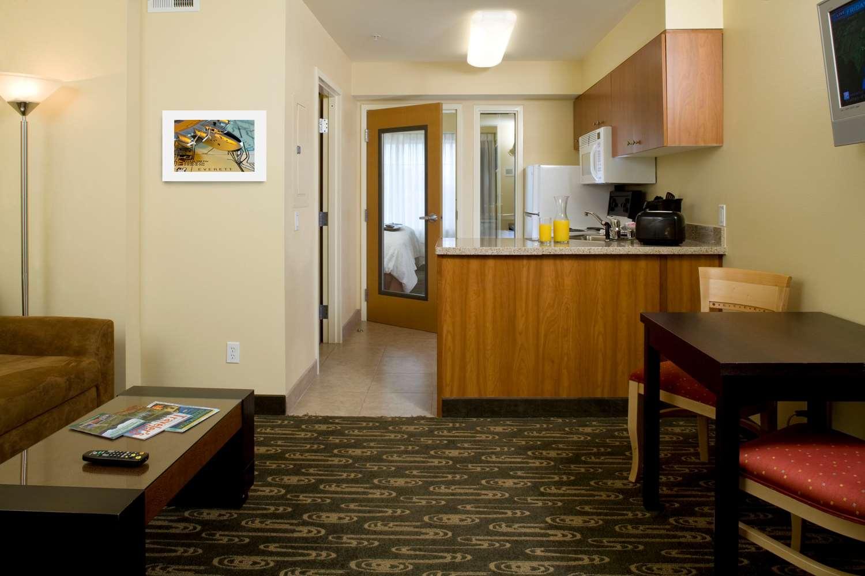 Suite - Best Western Plus Navigator Inn & Suites Everett
