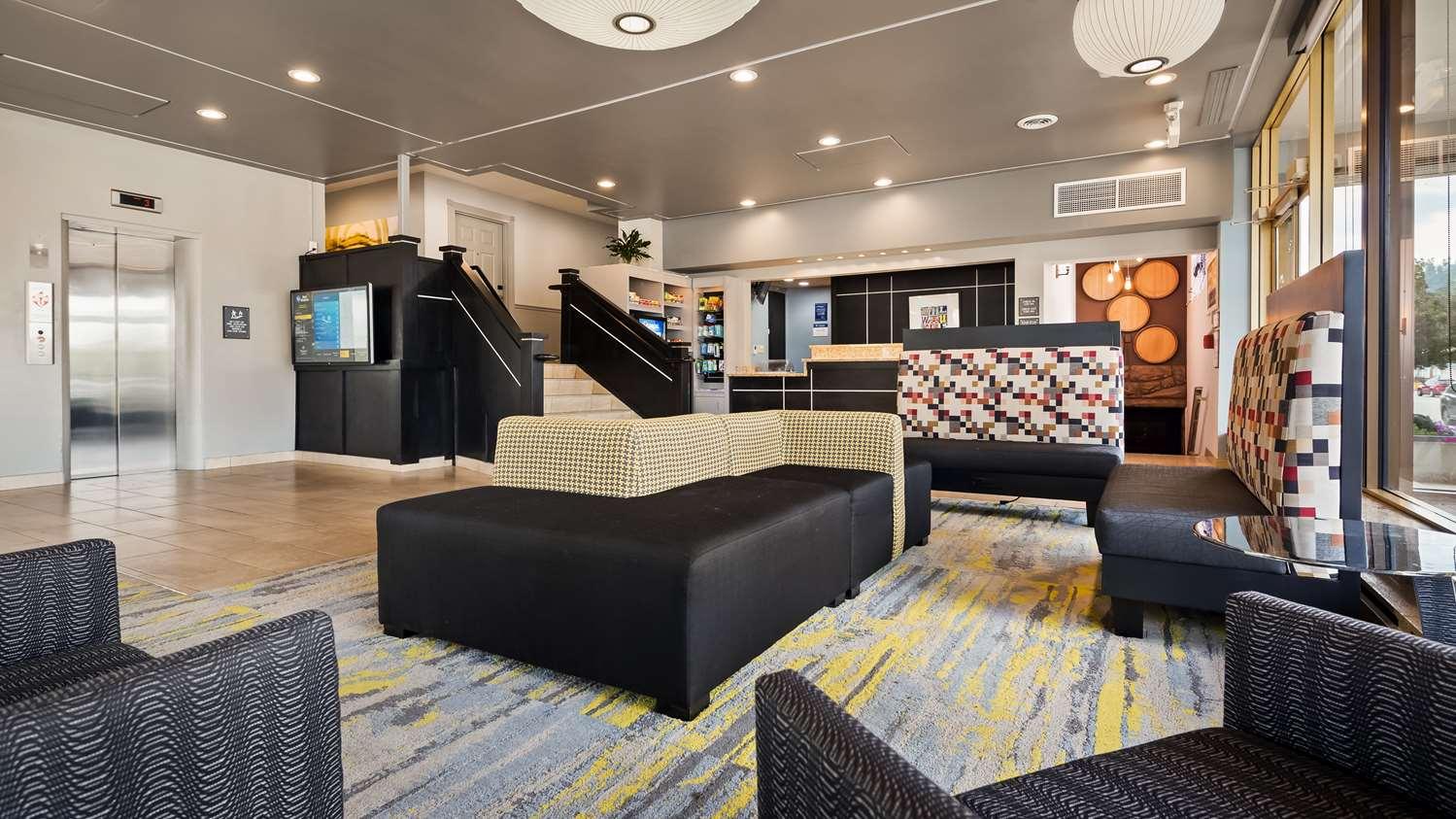 Lobby - Best Western Plus Milwaukee West Hotel