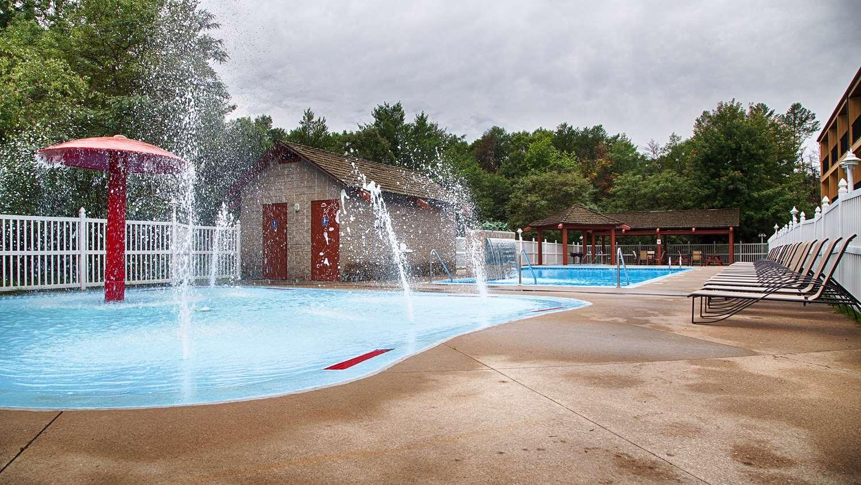 Pool - Best Western Ambassador Inn Wisconsin Dells