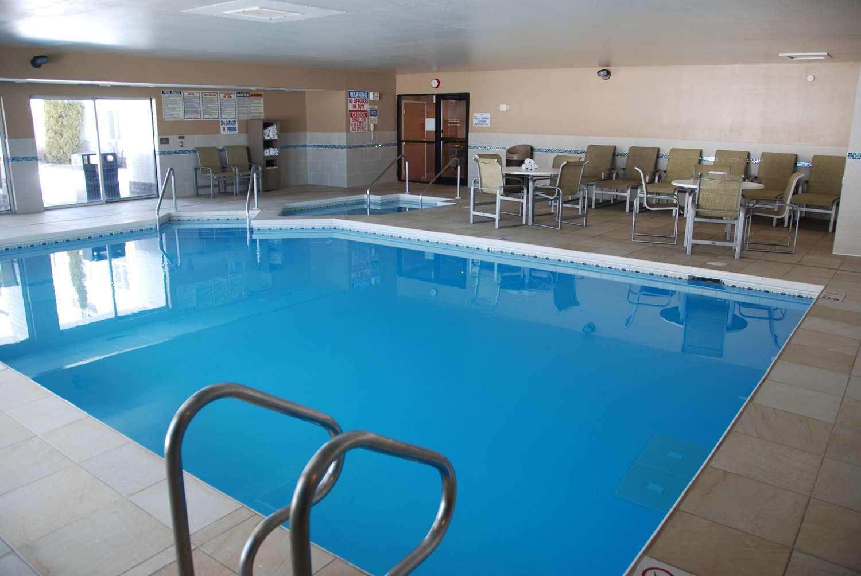 Pool - Best Western Baraboo Inn